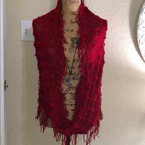 RED INFINITY SCARF. One size.